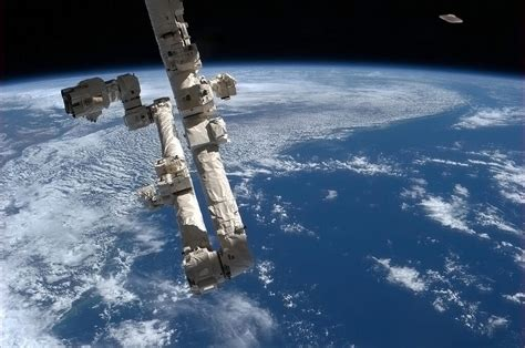NASA tweets UFO photos from ISS on April Fools' Day ...