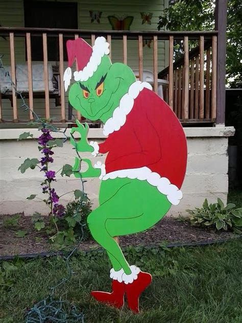 grinch christmas creeping grinch stealing  mikesyarddisplays