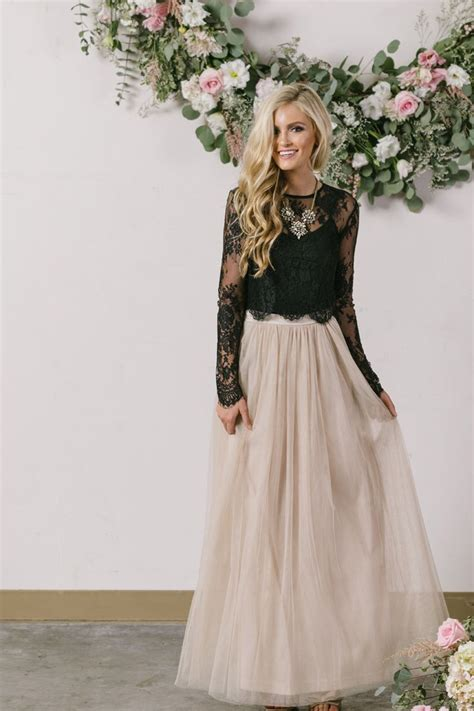 78 Best ideas about Winter Wedding Outfits on Pinterest | Maxi skirt winter Wedding outfits and ...