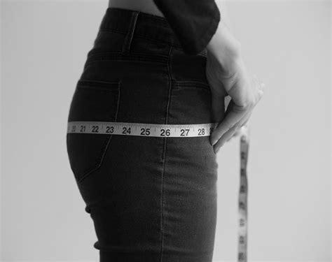 Pastikan juga agar pita meteran itu tidak menekan kulit perut. Soscilla: Cara Mengetahui Ukuran & Membeli Pakaian Online Yang Pas