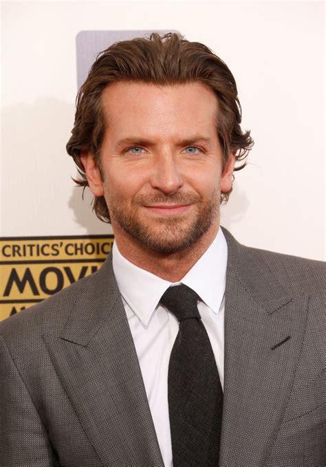 Bradley Cooper Makes A Sexy Entrance In Gray At The Critics' Choice Awards