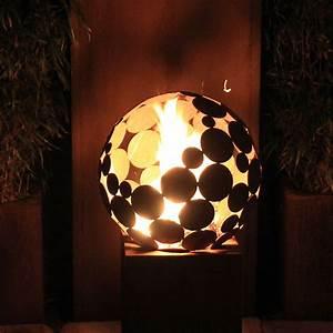 Feuerstelle kugel d 40 cm mit eckigem sockel hoch for Feuerstelle garten mit pflanzkübel außen beton