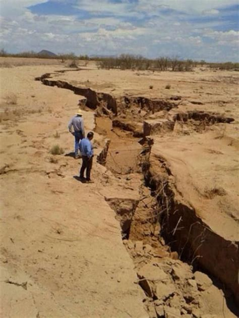 earth cracks open   world latest  mexico