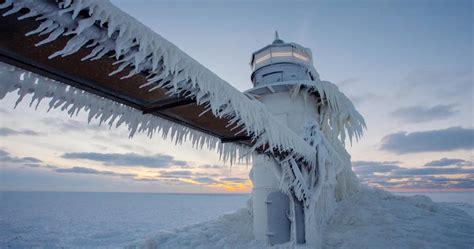 Michigansee: Der gefrorene Leuchtturm St. Joseph - [GEO]