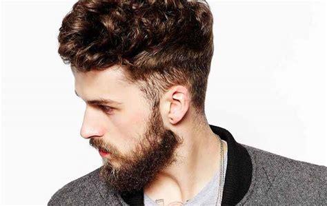 uomo barba  taglio capelli corti rasati ai lati  lunghi