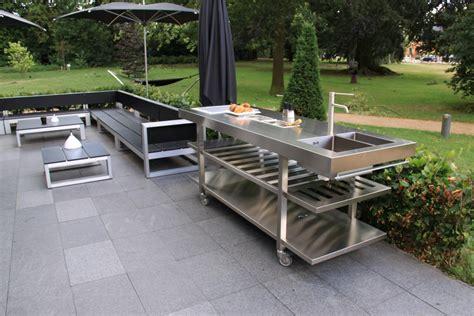 fabriquer meuble haut cuisine cuisine d été avec plan de travail en inox so inox