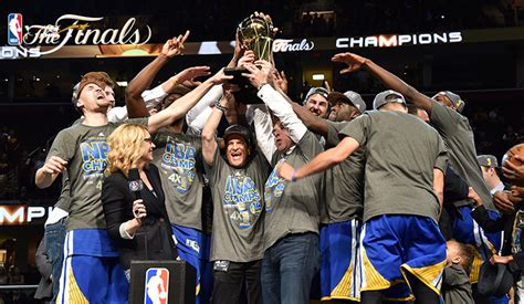 warriors defeat cavs  game   win nba championship
