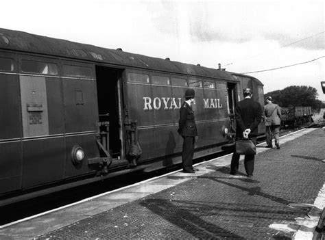 robbery train 1963 mail royal looking history years robbers getty examine british crime investigators involved glasgow police biggest heist pictured