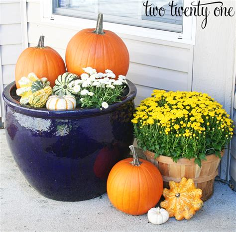 Fall Porch Displays by Decorating For Fall Porch Decorating