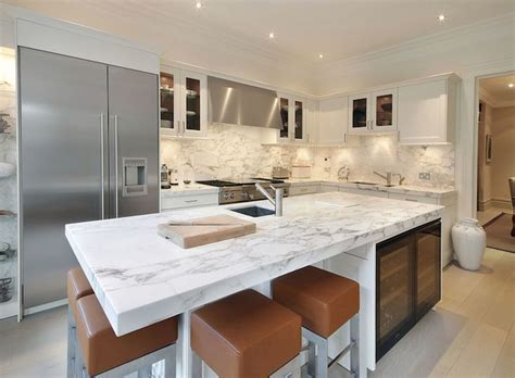 White Contemporary Kitchen / Arabescato Oro Vali #marble
