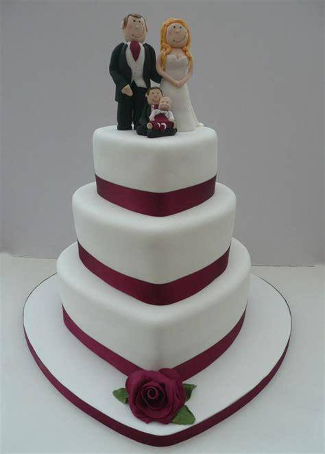 photo heart shaped wedding cake hochzeitstorte