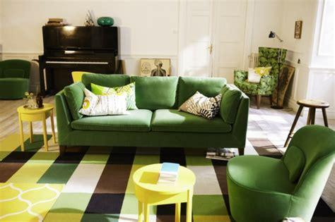 canape vert 32 idées canapé moderne pour le salon