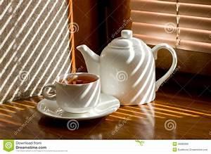 Théière Avec Tasse : tasse de th avec la th i re photo stock image 46989366 ~ Teatrodelosmanantiales.com Idées de Décoration