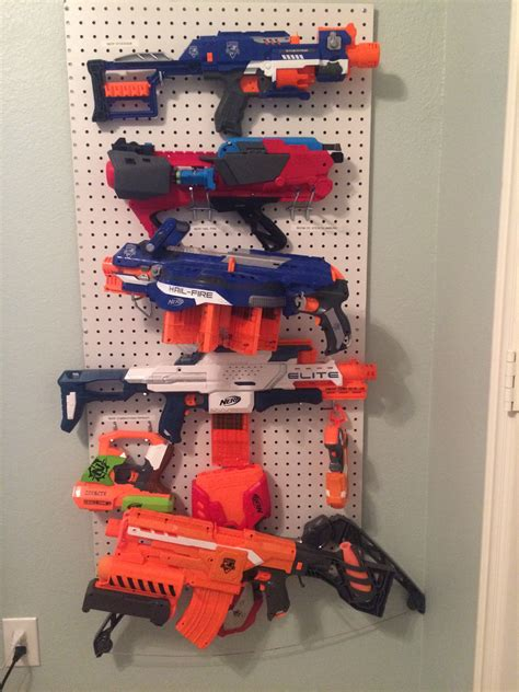 Here are ideas for nerf storage and organization, for both large and small collections of blasters, as well as now it's an amazing nerf armory! storing your toy guns and blasters on the wall makes a lot of sense, because you can get a over the door shoe organizer here: Pin en House ideas