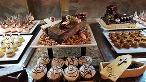 Buffet Halloween : halloween desserts at the buffet picture of majestic ~ Dode.kayakingforconservation.com Idées de Décoration