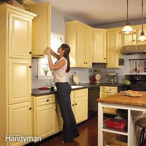 How to spray paint kitchen cabinets the family handyman for What kind of paint to use on kitchen cabinets for big metal wall art