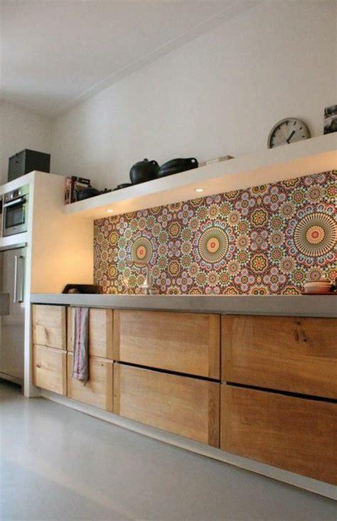 recouvrir carrelage cuisine le carrelage mural en 50 variantes pour vos murs