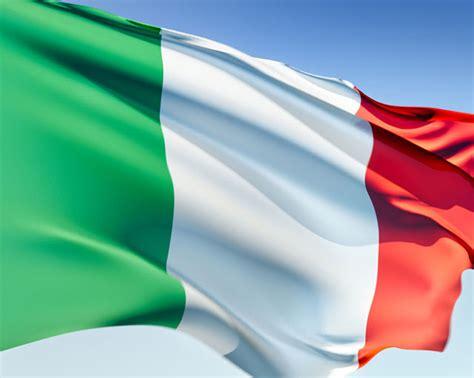From latin italia (italy), via ancient greek ῑ̓ταλίᾱ (ītalíā), from oscan (víteliú) (a name for the southwestern tip of calabria). Graafix!: Wallpapers Flag of Italy