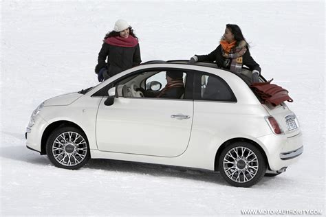 Fiat Or Mini by 2011 Fiat 500 Mini Car On Sale By End Of Year Chrysler Says