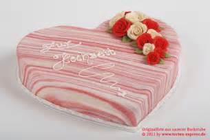 hochzeitstorte bestellen hochzeitstorte herz wir liefern torten und hochzeitstorten in herzform in ganz köln