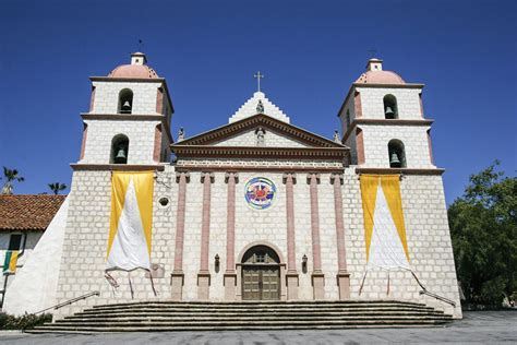 Mission Santa Barbara - History, Buildings, Photos