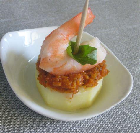canapé avocat crevette canapés de pomme de terre aux crevettes et pesto