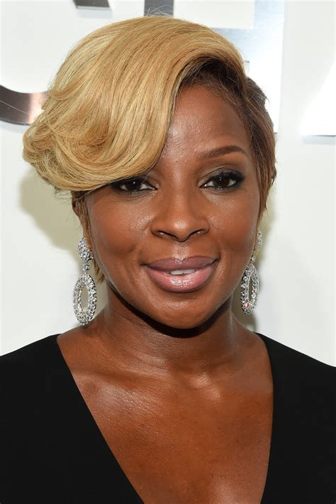 2015 Mary J. Blige Hairstyles
