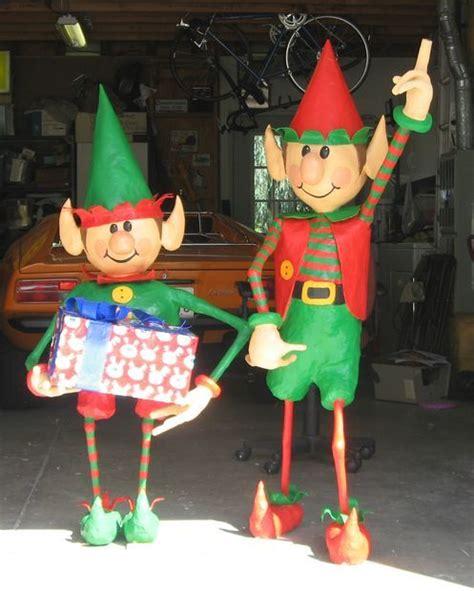 santas elves yard display creative diys christmas