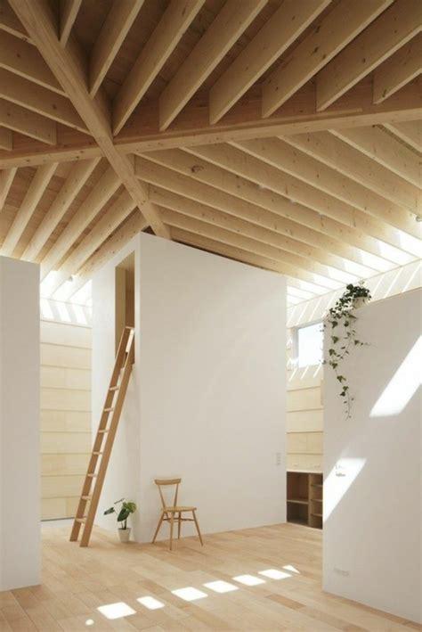 chambre avec plafond en pente la poutre en bois dans 50 photos magnifiques