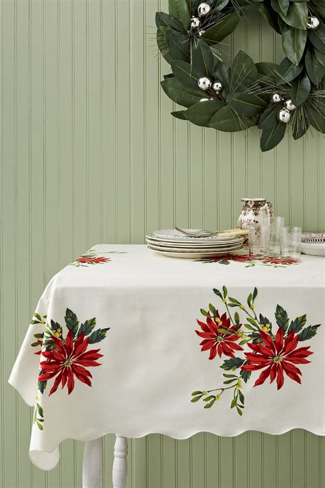 vintage christmas tablecloths  linens collecting