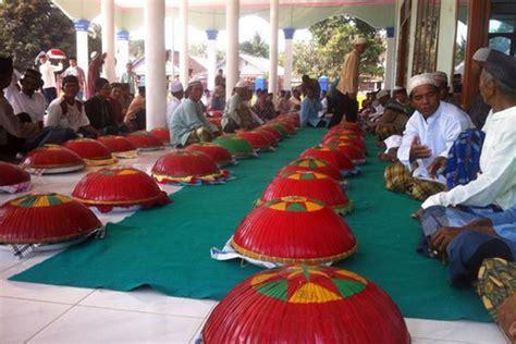 tradisi sumatra unik   beratahan sampai