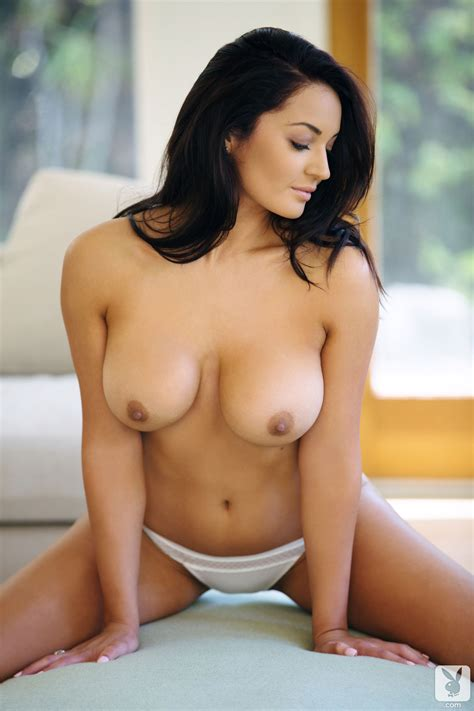 Classy Brunette Kendall Rayanne Makes Some Posing To Boast