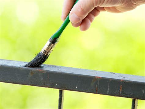 la ringhiera come verniciare la ringhiera dei balconi e proteggerla