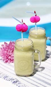 Make a Big Splash with this Pineapple Green Smoothie