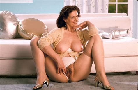 Hot Sexy Granny In Stockings Spreads Her Extremely Hairy Pussy Pichunter