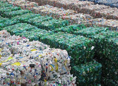 Повторное использование отходов. новая жизнь старых вещей.