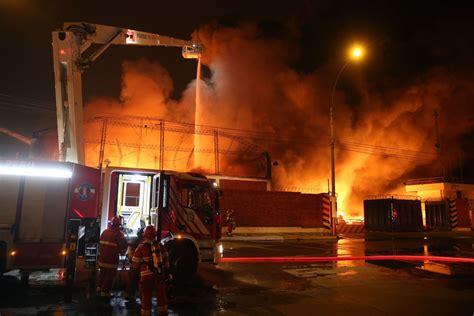 Incendio En El Callao Bomberos De Todos Los Distritos De