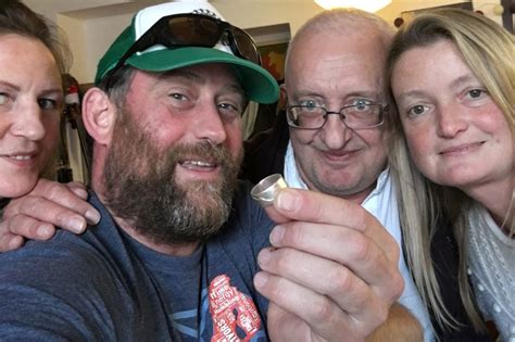man who lost wedding ring in ocean reunited with it thanks to a fish