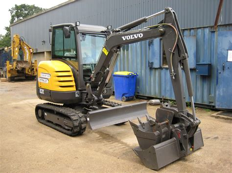 tonne mini digger hire central plant hire