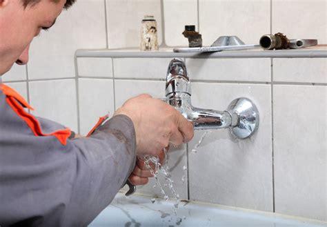arrivee d eau salle de bain comment r 233 parer une fuite d eau dans une salle de bain salledebain be