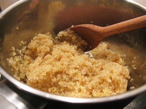 Kvinoja z brokolijem - OblizniPrste.si