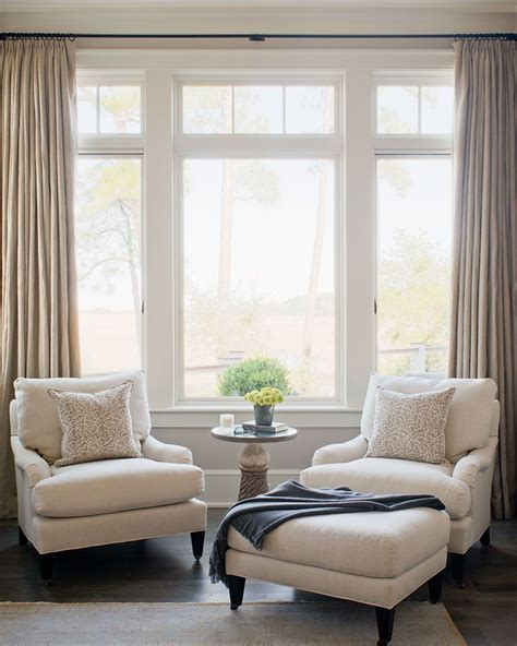 Living Room Window Nook by How To Match Your Bedroom Chair With A Contemporary Rug