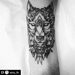 Tatouage Loup Graphique : tatouage graphique geometrique loup ~ Mglfilm.com Idées de Décoration