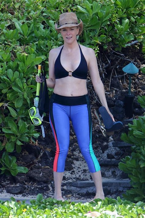 megyn price swimsuit megyn kelly snorkels on vacation in hawaii daily mail online