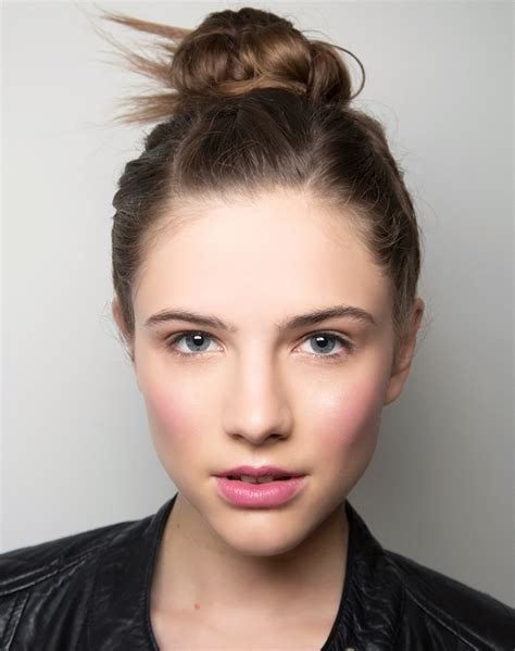 5 Ridiculously Easy Updos To Try Right Now Stylecaster