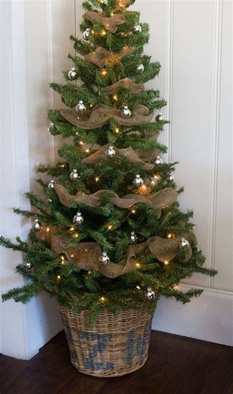 decorating tree with burlap ribbon tree decorating tips and ideas