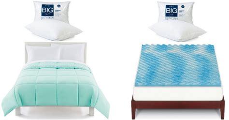 Mattress Topper, Comforter + 2 Pillows Only .81