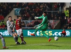 Bristol City shock holders Manchester United to reach