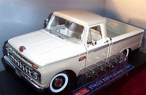 1965 Ford F100 Twin I-beam   Tan  Sunstar  1  18