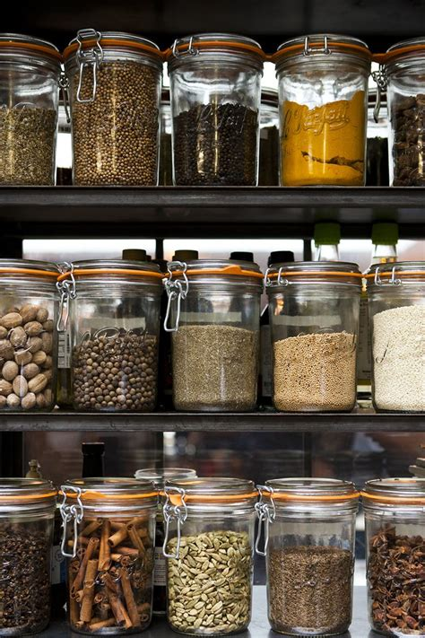 cuisine bocaux 1000 idées sur le thème bocaux kilner sur étagères de cuisine étagères de cuisine